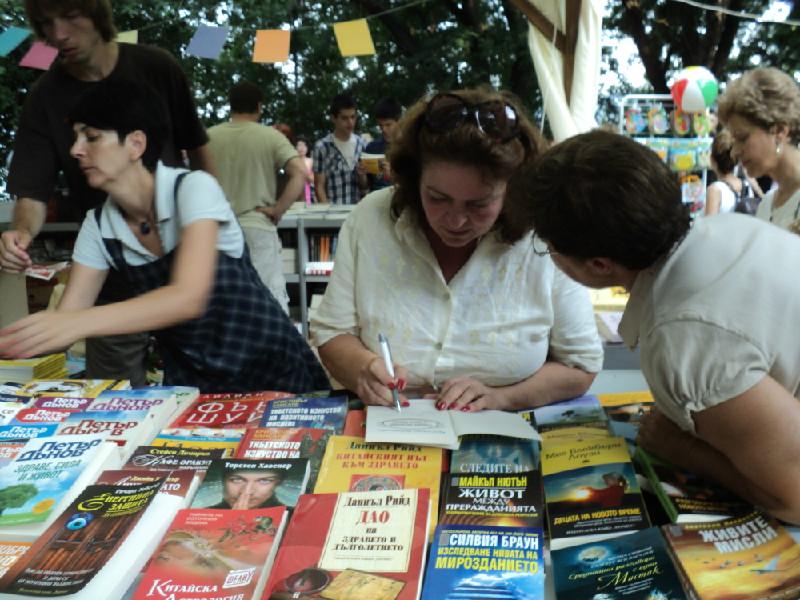 Алея на книгата 2011